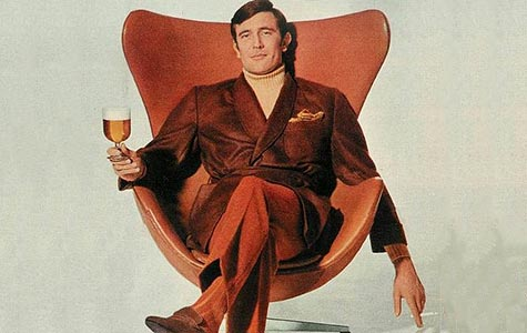 George Lazenby enjoying a beer, a smoke and the Egg Chair